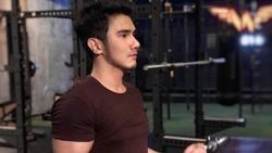 Anton Tanjung viral di media sosial karena dianggap sebagai dokter muda yang tampan. Dalam instagramnya ia mengajak warganet untuk hidup sehat.