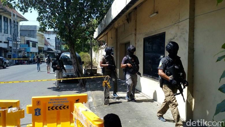 Tak Sekolah, Anak Bomber Surabaya Didoktrin Radikal dengan Video
