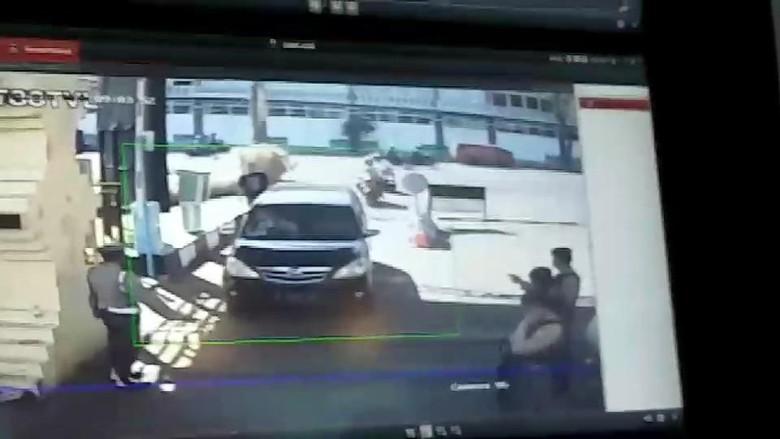 Foto: CCTV ledakan bom di Polrestabes Surabaya (dok. istimewa)
