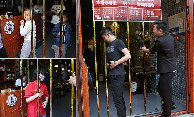 Pengunjung yang Bisa Lewati Gerbang Logam di Restoran Ini Bisa Makan Gratis