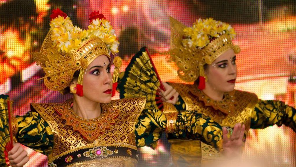 Foto: Bule-bule Pakai Baju Tradisional Indonesia