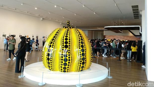 pameran 'Yayoi Kusama: Life is the Heart of a Rainbow' di Museum MACAN