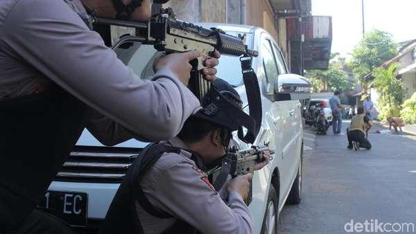Jika Kamu Dicurigai Teroris, Lalu Ditodong Senjata Polisi