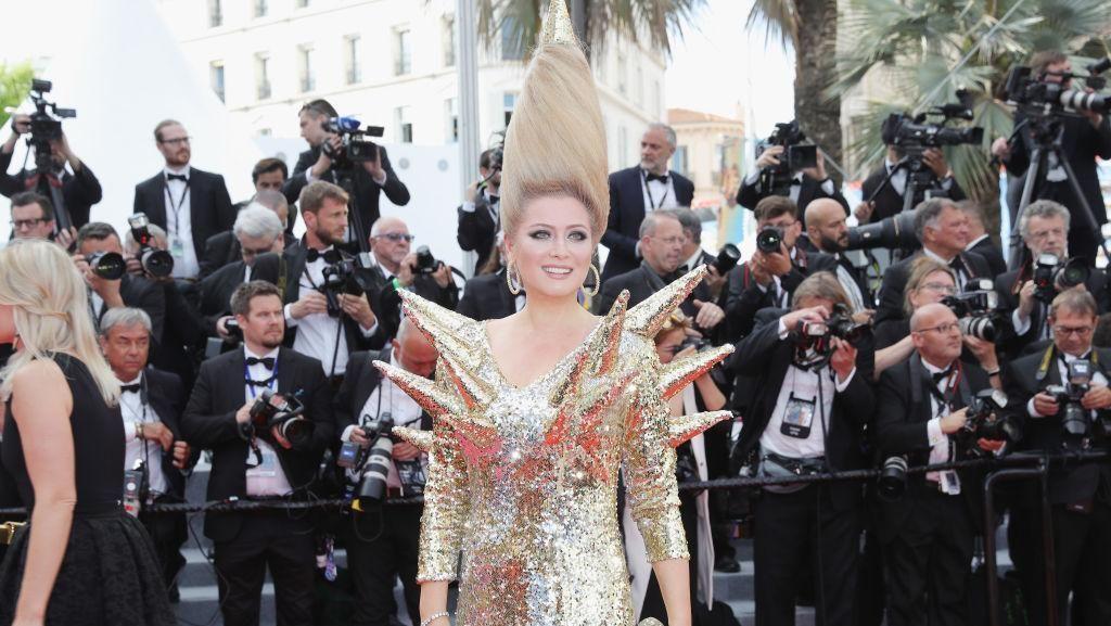 Gaya Artis Ini Aneh Banget di Cannes, Rambut Tornado Hingga Gaun Runcing