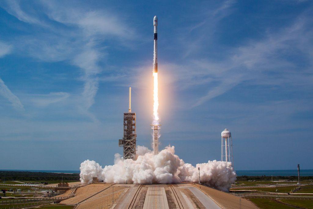 SpaceX berhasil meluncurkan Block 5 Falcon 9 yang merupakan versi final dari roket tersebut. (Foto: Flickr SpaceX)