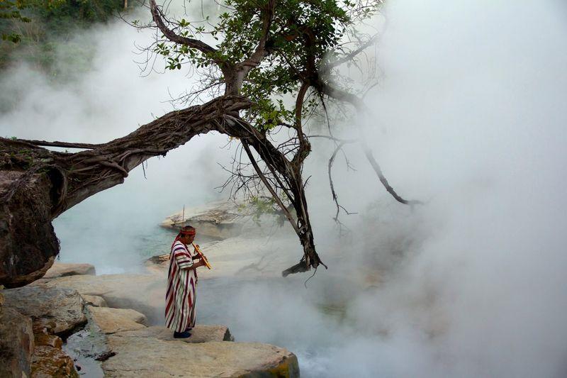 Sungai mendidih ini dikenal dengan nama The Boiling River alias sungai yang mendidih (The Boiling River Project/ Facebook)