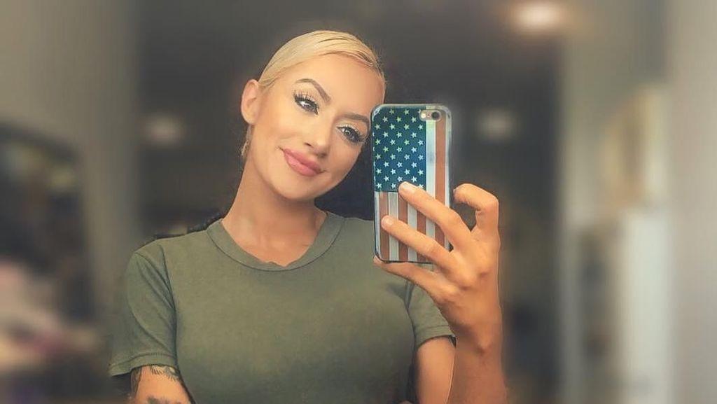 Ini Tentara Barbie, Militer Cantik yang Bikin Pria Tak Berkedip