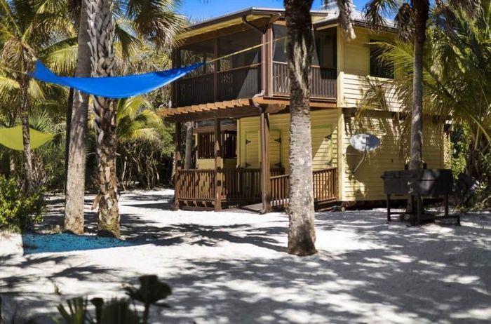 Rumah kayu di pulau terpencil ini mengejutkan masyarakat karena dijual seharga US$ 1 juta di situs properti Premier Sotheby's International Realty. Istimewa/Inhabitat.