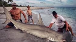 Foto Elliot yang diunggah oleh National Oceanic and Atmospheric Administration (NOAA) mendadak viral. Warganet terpukau dengan otot-otot kekarnya.