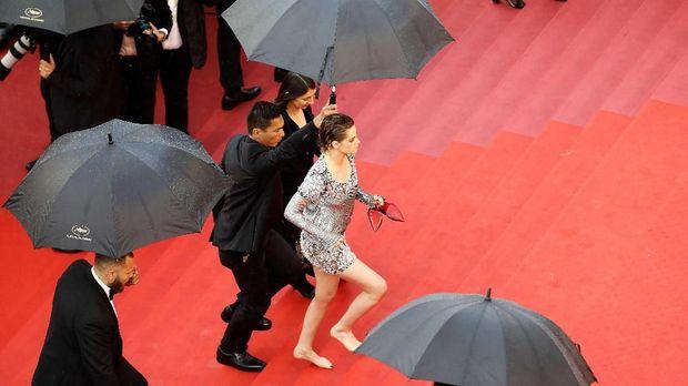 Kristen Stewart nyeker di Cannes 2018