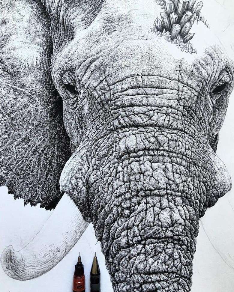 Habiskan Waktu 160 Jam, Seniman Ini Bikin Lukisan Gajah Penuh Dots