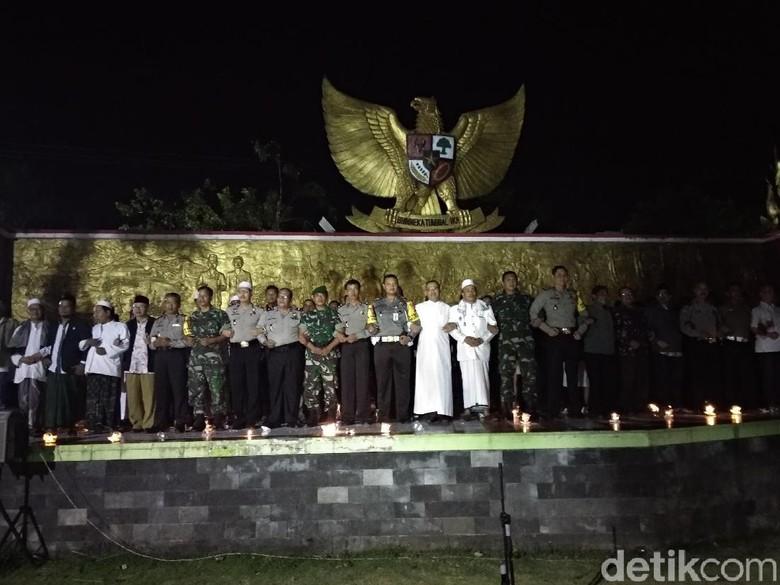 Aksi Pemuka Agama Bersatu Lawan Teroris di Bawah Patung Garuda