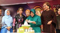Gaya Makan Sederhana Wali Kota Surabaya hingga Aksi Anak Baim Bikin Cupcake