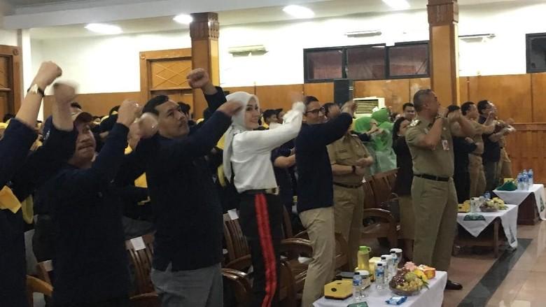 Luwesnya Sandi Senam Kun Anta Bareng Siswa SMK Se-Jakpus