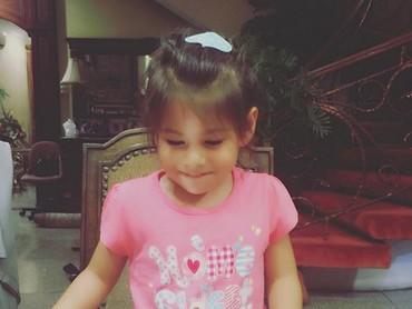 Happy-nya Elif di ulang tahunnya yang ke-4. Nah, bulan Agustus tahun ini Elif genap berumur 5 tahun, Bun. (Foto: Instagram/ @siti_kdi_perk)