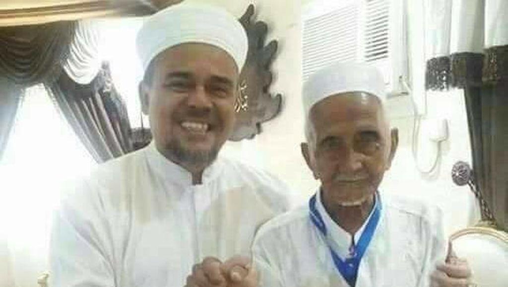 Nyak Sandang Bertemu Habib Rizieq Saat Umrah