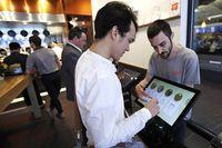 Keren! Makanan di Restoran Ini Dimasak oleh Teknologi Robot Canggih
