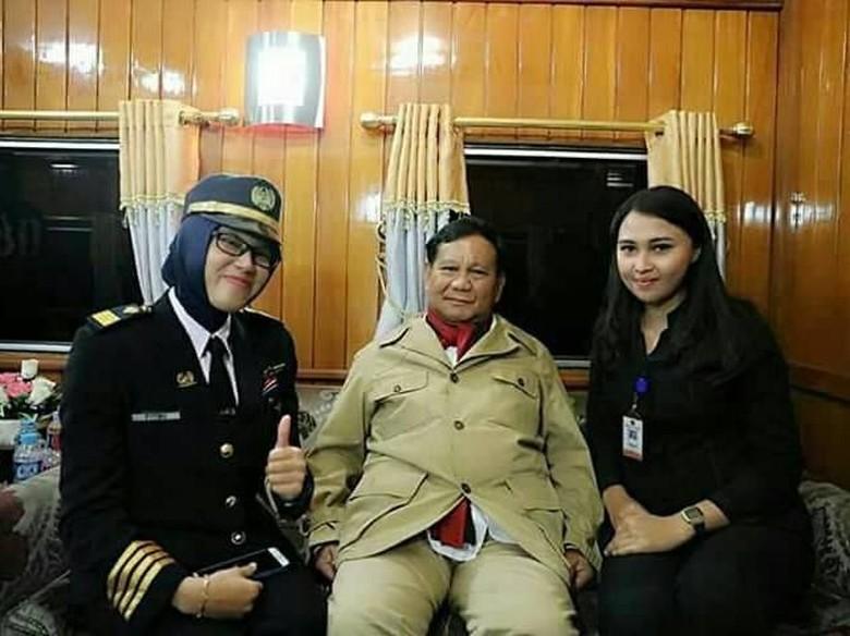Baju Prabowo Diejek di Medsos, Gerindra: Itu Baju Tidur