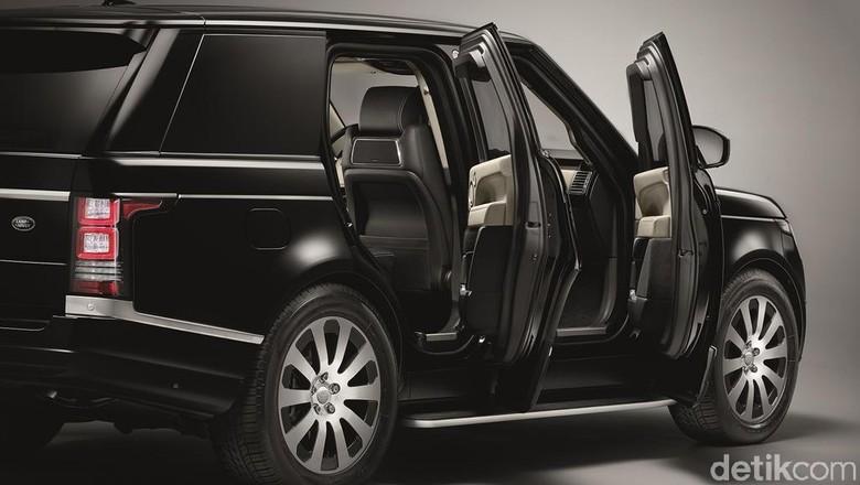 Range Rover Sentinel merupakan kendaraan mewah pertama Land Rover yang tahan peluru. Benteng berjalan ini dibuat di Oxford. Foto: Land Rover