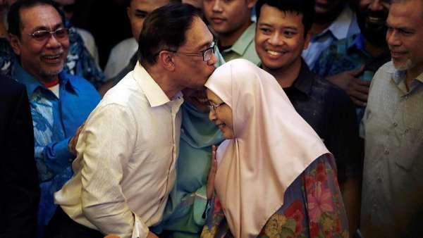 Suaminya Bebas, Istri Anwar Ibrahim: Saya Sangat Bersyukur