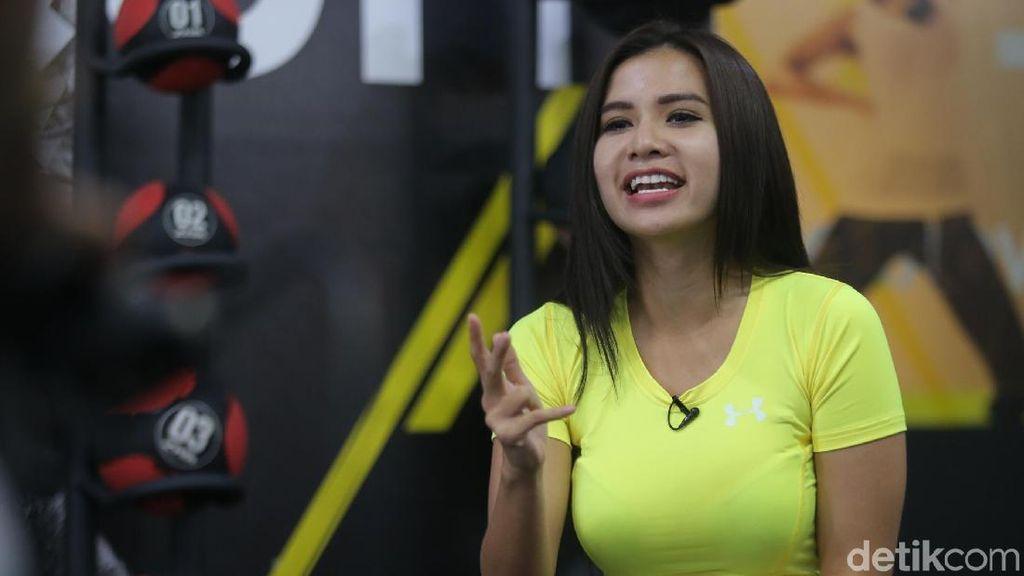 Profil Maria Vania, Model Serba Olahraga