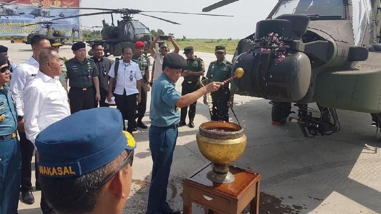 TNI AD Terima Delapan Helikopter Apache