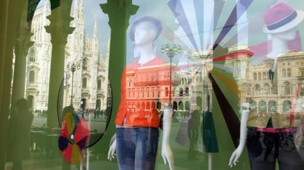 Milan menjadi rumah bagi brand fashion terkenal seperti Prada, Dolce & Gabbana dan Versace. Tak mengherankan kalau kota ini penuh dengan toko-toko yang asyik buat belanja (Turismo Milano)