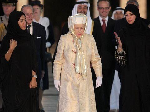 Ratu Elizabeth dalam sebuah kunjungan di Timur Tengah.
