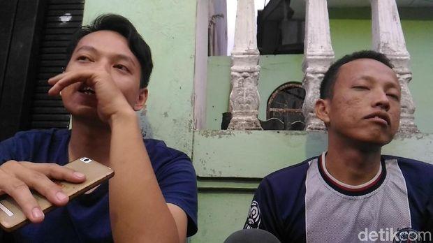 Fahri dan Jay saat bercerita tentang Anton.