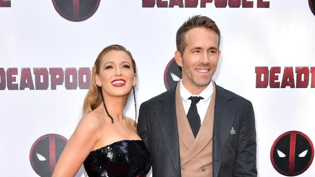 So Sweet, Blake Lively Dukung Ryan Reynolds dengan Kuteks Deadpool