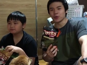 Kayaknya kakak dan adik yang satu ini sama-sama hobi ngemil. (Foto: Instagram/ @nachoseann)