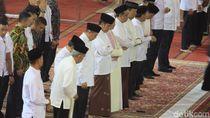 Presiden Jokowi Salat Tarawih di Masjid Istiqlal