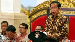 Jokowi Tinjau Bendungan Kuningan dan Bagikan Sertifikat Tanah