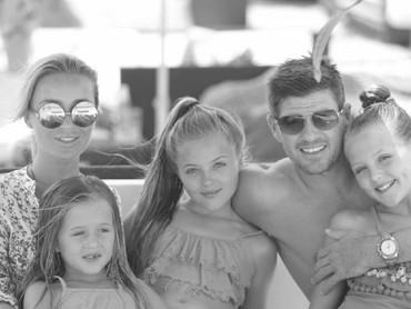 Begini kebersamaan keluarga Gerrard saat liburan. (Foto: Instagram/stevengerrard)