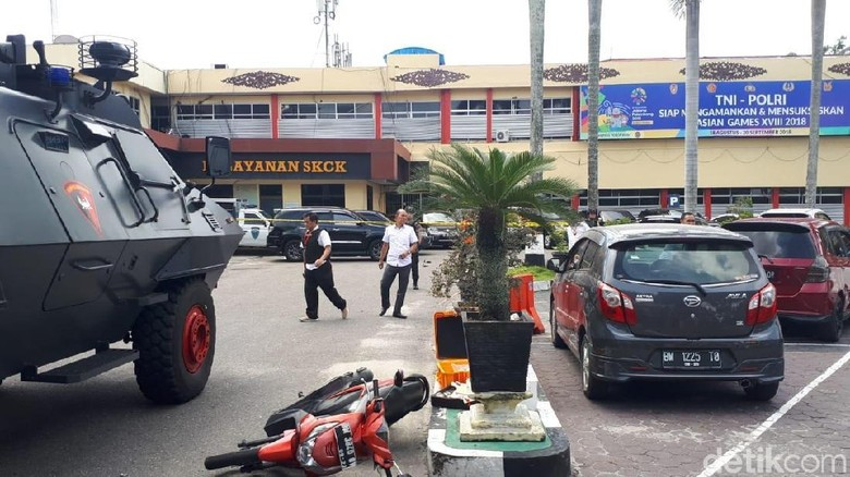 Saksi Mata Penyerangan Polda Riau: Saya Kira Mobil Tabrakan