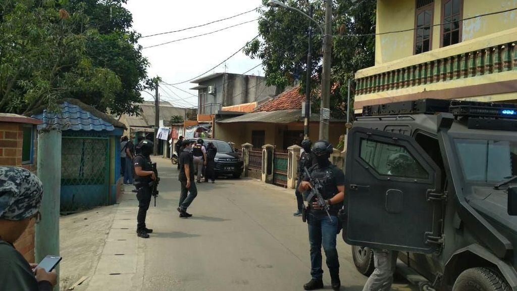 Foto: Penggerebekan Terduga Teroris di Tangerang