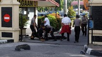 Polisi Riau dan Jambi Hadapi Serangan Musuh Bersenjata Tajam