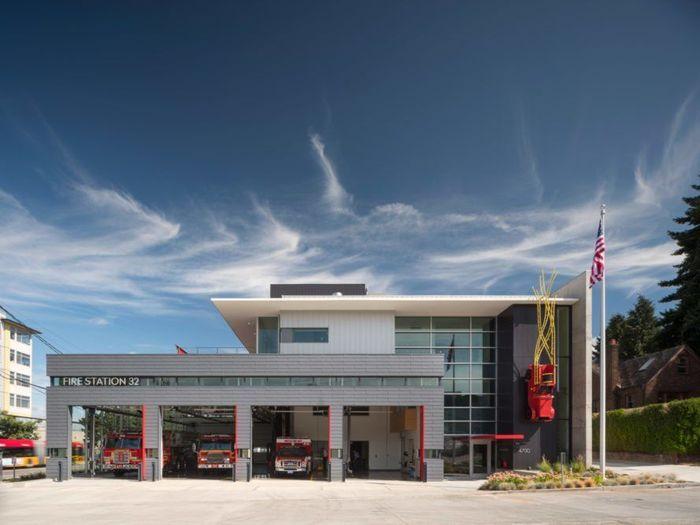 Stasiun pemadam kebakaran seluas 18.000 m2 ini menawarkan penampilan yang modern dan bikin betah para pegawainya. Istimewa/Inhabitat.com