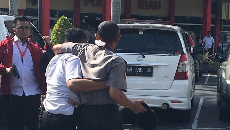 Jurnalis MNC Juga Ditabrak Teroris di Mapolda Riau
