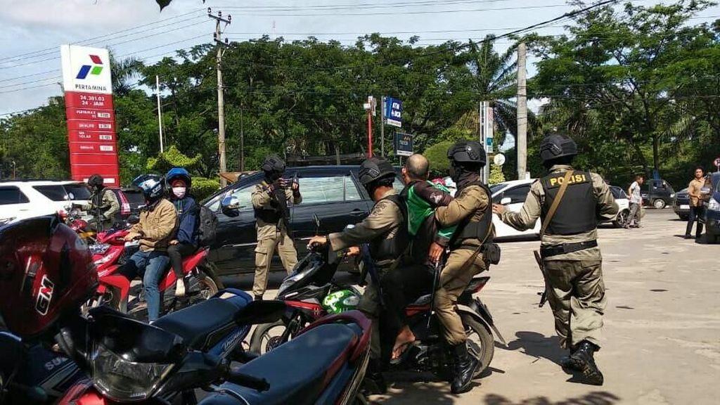Motret Brimob Patroli, Ojol Diamankan di Palembang