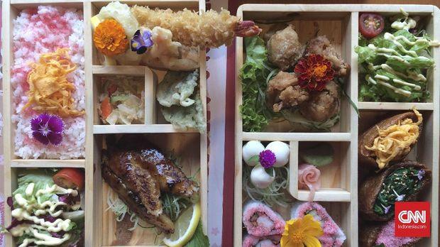 Seyum Pelayan Restoran Menyapa Emosi Saat Berbuka Puasa