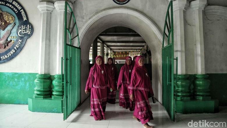 Jelang Ramadan, Warga Ziarah ke Makam Mbah Priok