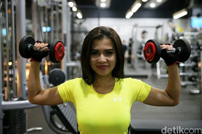 Dara kelahiran Bandung 16 April 1991 ini meyakini olahraga sebagai investasi sehat. Foto: Agung Pambudhy