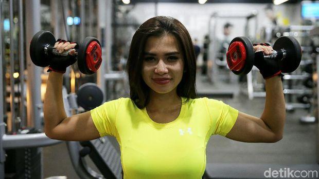 Olahraga saja tidak cukup, Maria Vania juga mengombinasikannya dengan diet yang sehat.