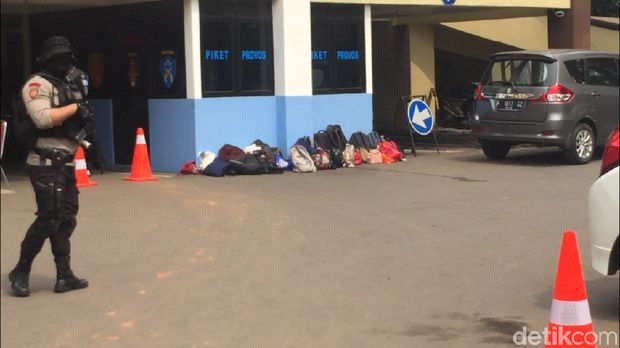 Pengunjung tak diperkenankan membawa tas ke dalam Polres