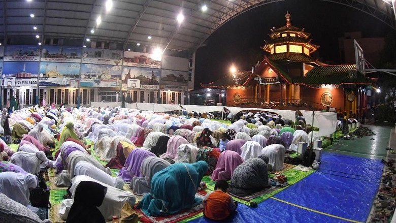 Salat Tarawih Perdana Diberbagai Daerah di Indonesia