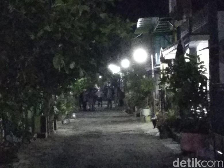 Densus 88 Bawa Terduga Teroris di Probolinggo ke Musala Eksklusif