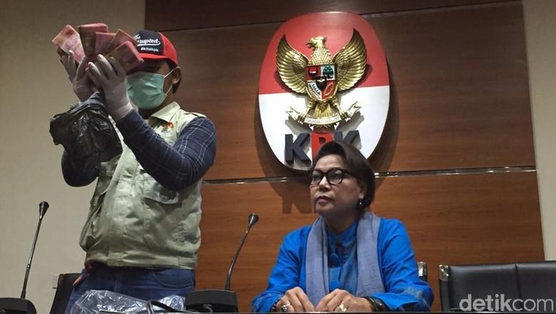 KPK Tetapkan Bupati Bengkulu Selatan dan Istri Tersangka Suap