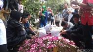Jenazah Gogon Dimakamkan, Ratusan Pelayat Ikut Mengantar