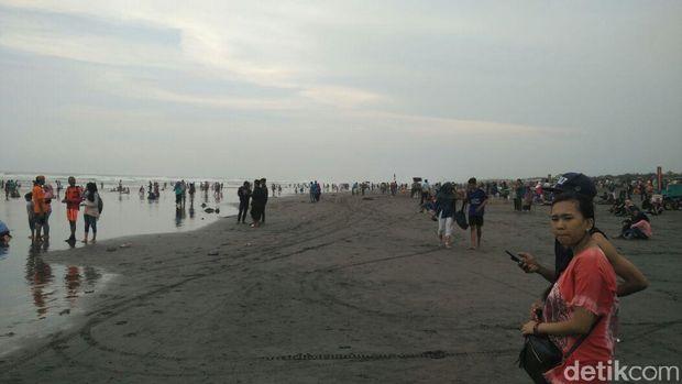 Suasana Pantai Parangtritis Bantul sore ini.